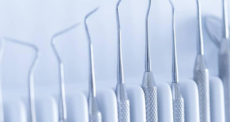 Enciclopedia odontológica: Gingivoplastía. Tratamiento del agrandamiento gingival inducido por placa dentobacteriana con factores locales contribuyentes